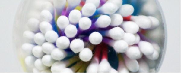 棉签的用途有很多,但不能用它掏耳朵