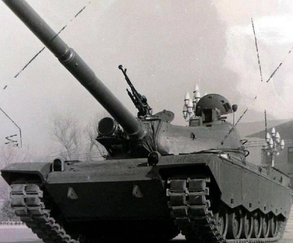 第四代坦克搭载的传动系统需满足哪些要求?