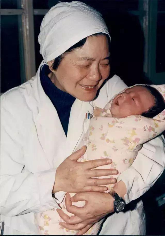 """""""试管婴儿之母""""张丽珠:""""当一个医生面对病人时,实际上他正面对整个社会"""""""